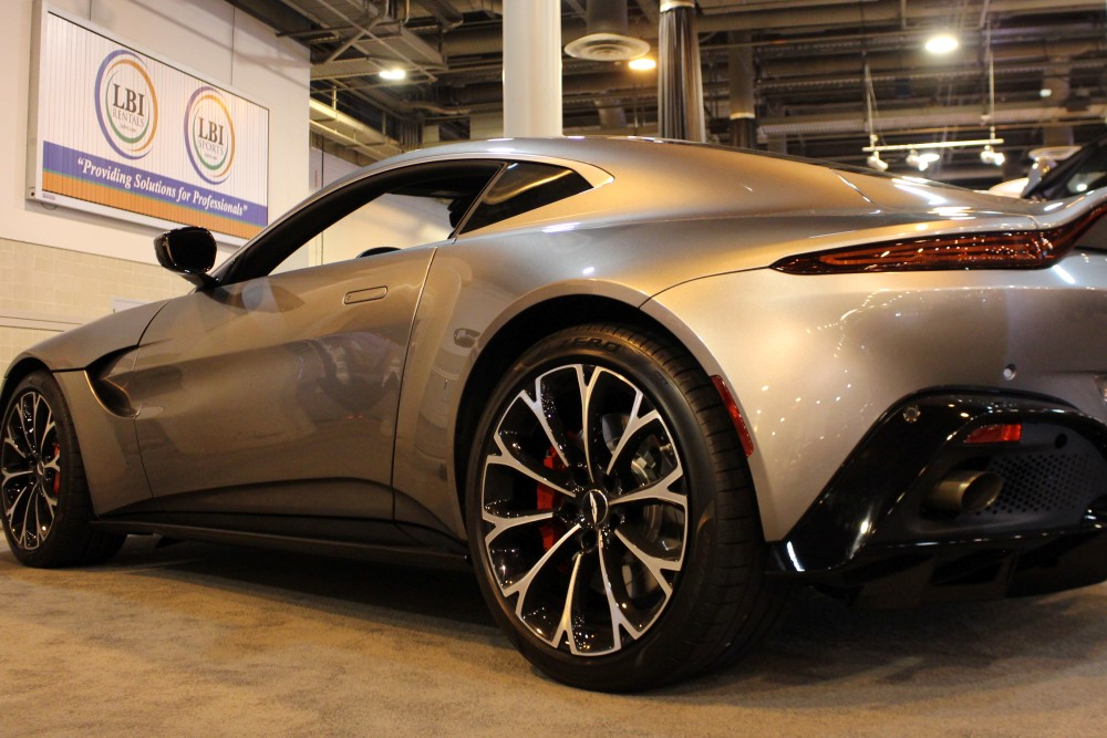 Aston Martin Vantage Offers Unmistakable Road Presence