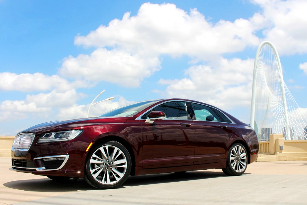 Custom-Tailored Features of the 2017 Lincoln MKZ Fit Like a Glove