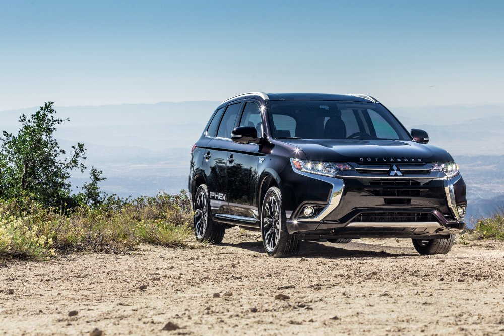 2018 Mitsubishi Outlander + Outlander Sport: Separated At Birth